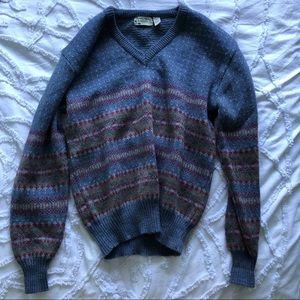 Vintage blue base patterned v-neck sweater